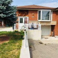 7073 Darcel  Ave, Mississauga, Ontario L4T 2W7
