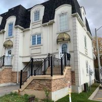 #14 - 215 16th Ave, Richmond Hill, Ontario L4C 0T8