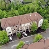 1990 Oana Dr, Mississauga, Ontario L5J 0A4
