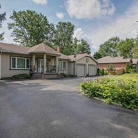 215 Willow Dr, Georgina, Ontario L4P 2R9