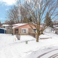 28 Burbank Pl, Barrie, Ontario L4M 2S8