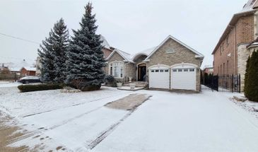 88 May Ave, Richmond Hill, Ontario L4C 3S6